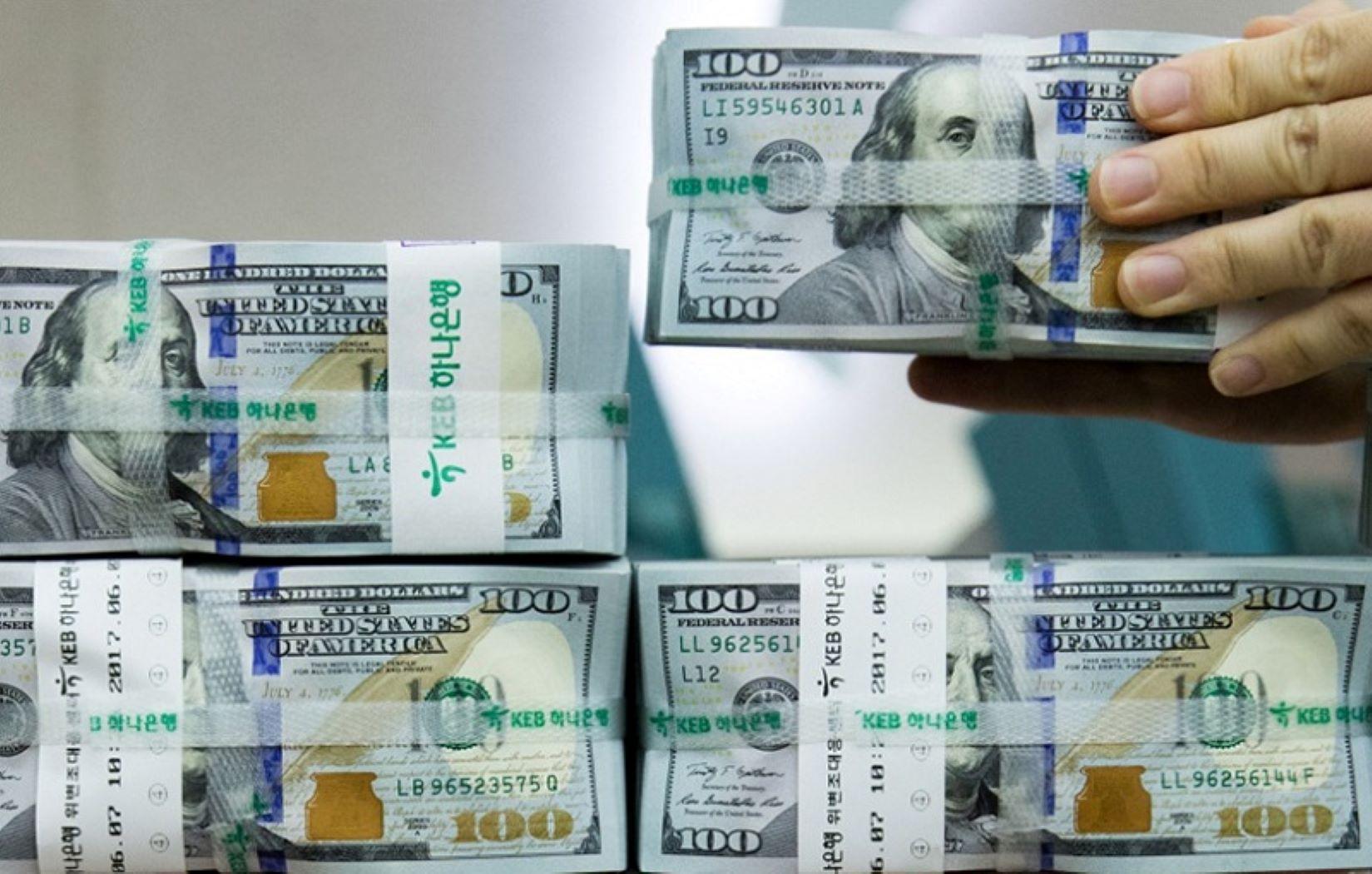 استقرار أسعار صرف الدولار في بغداد وانخفاضها في إقليم كوردستان